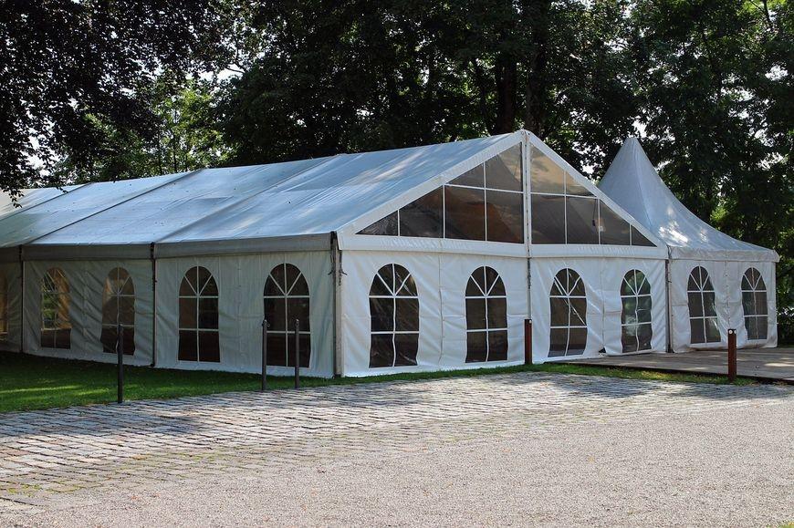 Nowoczesna wypożyczalnia namiotów